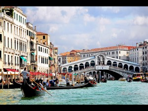 Traffic Congestion on the Grand Canal